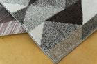 Nowoczesny dywan Aspect 1965 beige. Brązowy kolor i jasne barwy podkreślą charakter Twojego pomieszczenia. Profesjonalne wykonanie oraz wysoka jakość, gwarantują długie użytkowanie produktu.