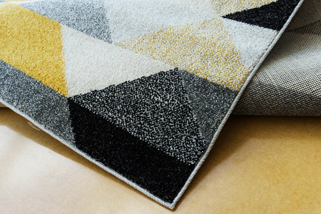 Nowoczesny dywan Aspect 1965 yellow. Słoneczny kolor i jasne barwy podkreślą charakter Twojego pomieszczenia. Profesjonalne wykonanie oraz wysoka jakość, gwarantują długie użytkowanie produktu.