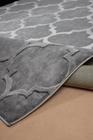 Nowoczesny dywan Elite 17391 Grey. Modny wzór - marokańska koniczyna. Profesjonalne wykonanie oraz wysoka jakość, gwarantują długie użytkowanie produktu.