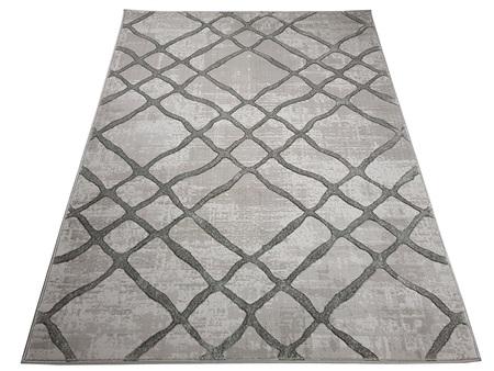Nowoczesny dywan Bergama 08076A GREY. Szary kolor i subtelny wzór podkreślą charakter Twojego pomieszczenia. Profesjonalne wykonanie oraz wysoka jakość, gwarantują długie użytkowanie produktu.