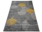 Nowoczesny dywan MILAS 7749C LIGHT GREY. Symetryczne kształty w odcieniach szarości i żółci podkreślą charakter Twojego pomieszczenia. Profesjonalne wykonanie oraz wysoka jakość, gwarantują długie użytkowanie produktu.