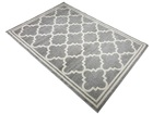 Nowoczesny dywan Adventure 85861-15011 GREY. Puszysty dywan - modny wzór, marokańska koniczyna w odcieniach szarości podkreśli charakter Twojego pomieszczenia. Profesjonalne wykonanie, oraz wysoka jakość, gwarantują długie użytkowanie produktu.