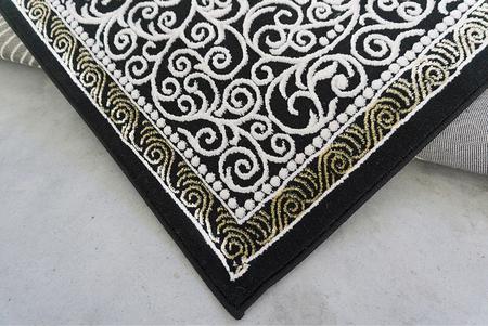 Nowoczesny dywan Elite 3935 BLACK GOLD. Modny, tradycyjny wzór. Profesjonalne wykonanie oraz wysoka jakość, gwarantują długie użytkowanie produktu.
