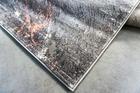 Nowoczesny dywan Zara 9632 PINK GREY. Grafitowo szare wzory podkreślą charakter Twojego pomieszczenia. Profesjonalne wykonanie oraz wysoka jakość, gwarantują długie użytkowanie produktu.