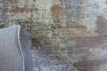 Puszysty dywan CREANTE 19221 GREY. Niesymetryczne kształty w odcieniach beżu, szarości i złota podkreślą charakter Twojego pomieszczenia. Dywan w stylu Vintage. Profesjonalne wykonanie oraz wysoka jakość wiskozy, gwarantują długie użytkowanie produktu.